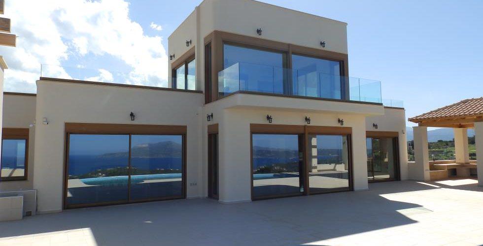 HOUSE IN APOKORONAS 11