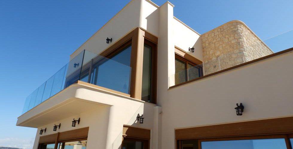 HOUSE IN APOKORONAS 9