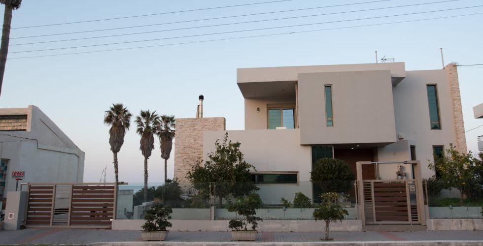 HOUSE IN STALOS 9